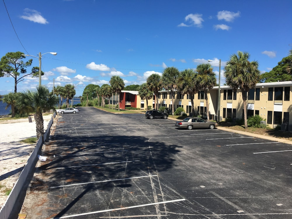 Book Roya Hotel Suites Fort Walton Beach In Hotels