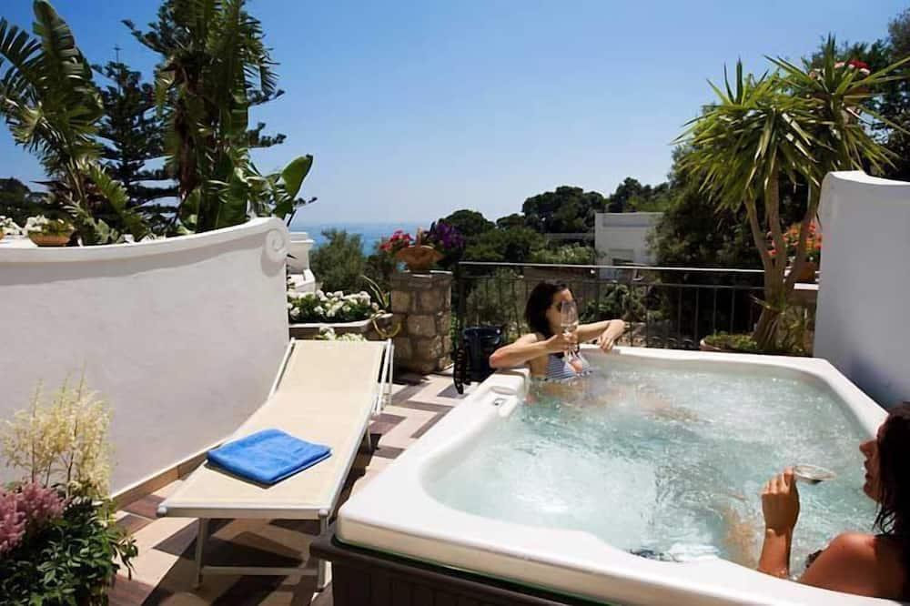 Habitación Deluxe con 1 cama doble o 2 individuales, vistas parciales al mar - Terraza o patio