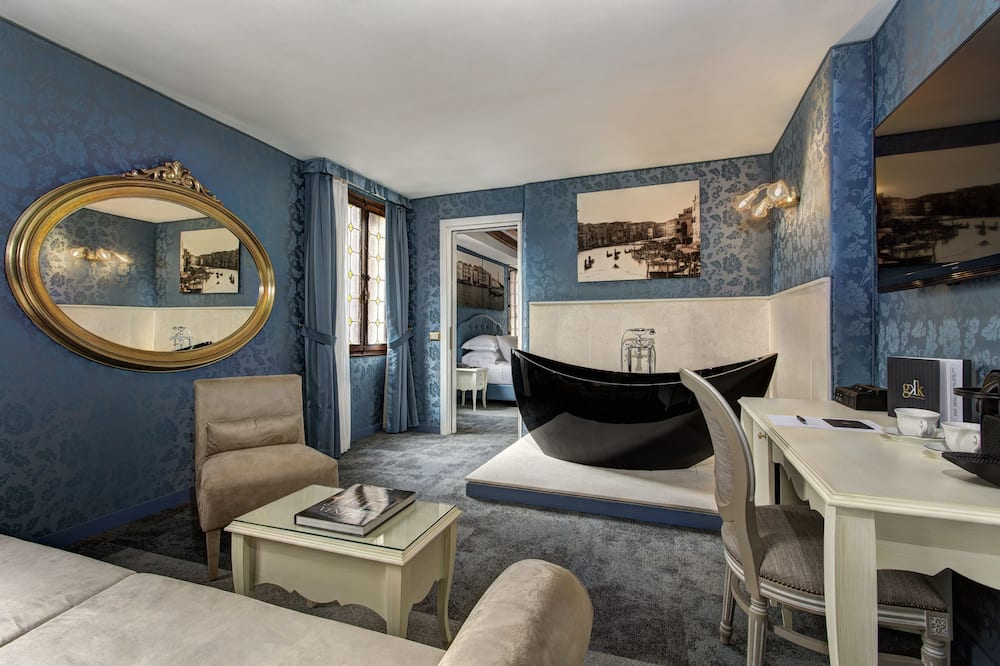Grand Suite (Canal) - Living Room