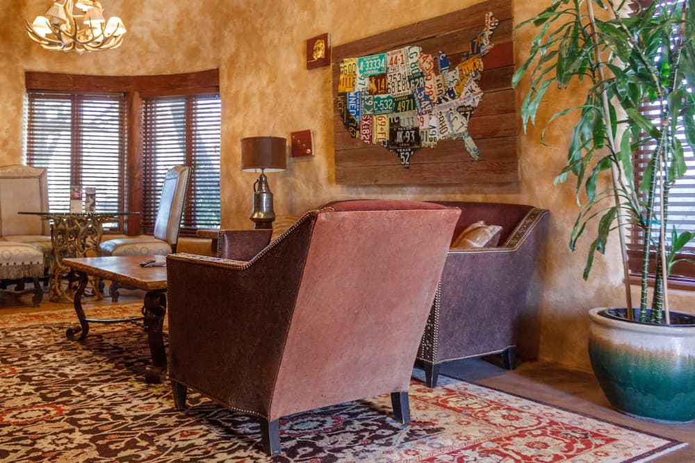 Suite, 1 King Bed, Mountain View (Premier Suite) - Living Area
