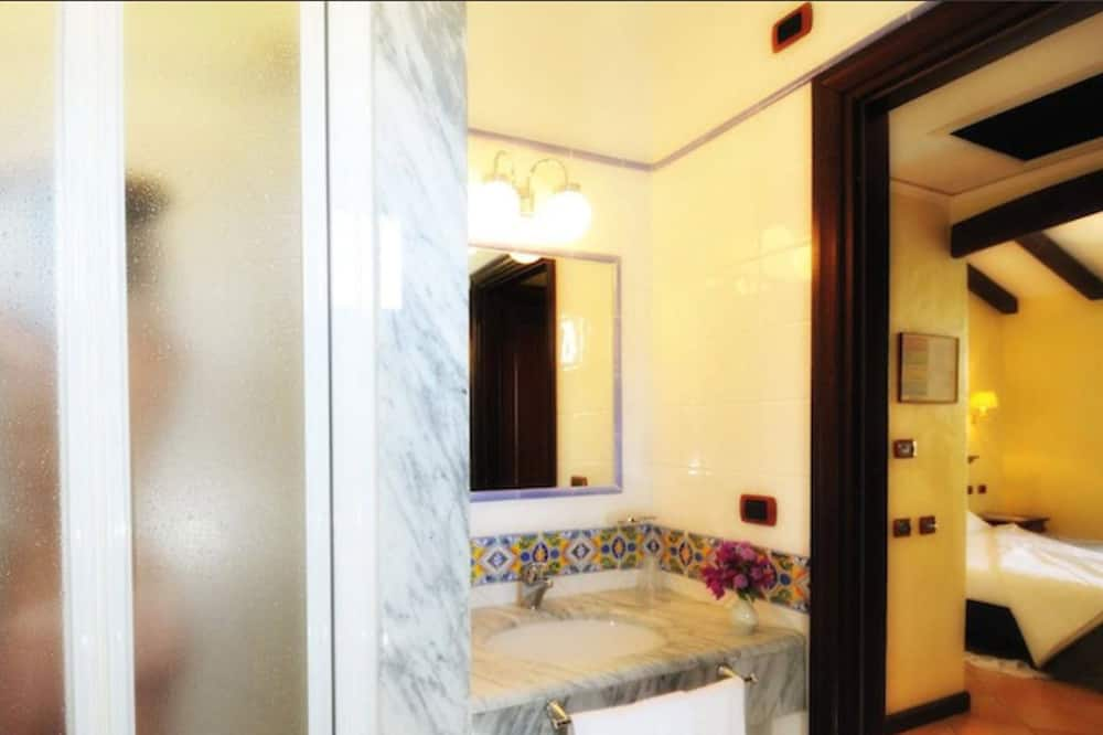 Doppelzimmer zur Einzelnutzung - Badezimmer