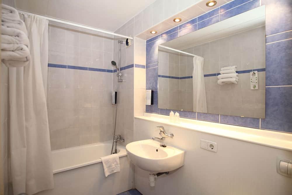 Kamar Standar, 3 Tempat Tidur Twin - Kamar mandi