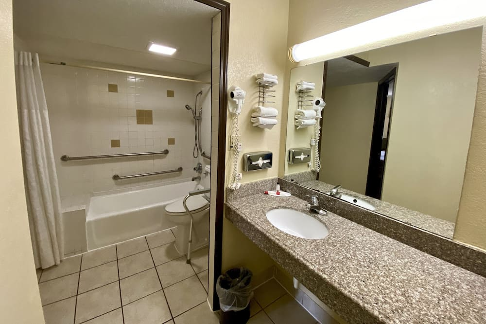 Room, 1 Katil Raja (King), Accessible, Non Smoking (Mobility Accessible) - Bilik mandi