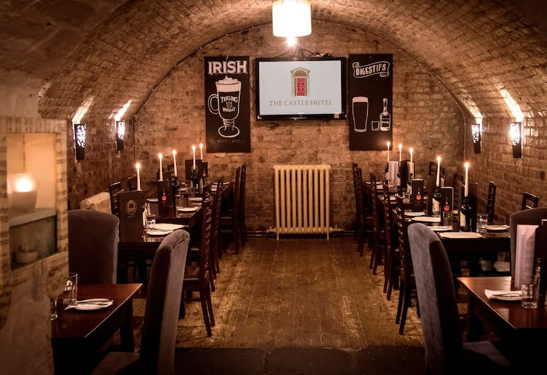 Castle Hotel, Дублин, Ресторан