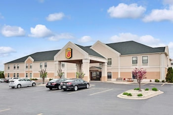 Picture of Super 8 by Wyndham Hampshire IL in Hampshire
