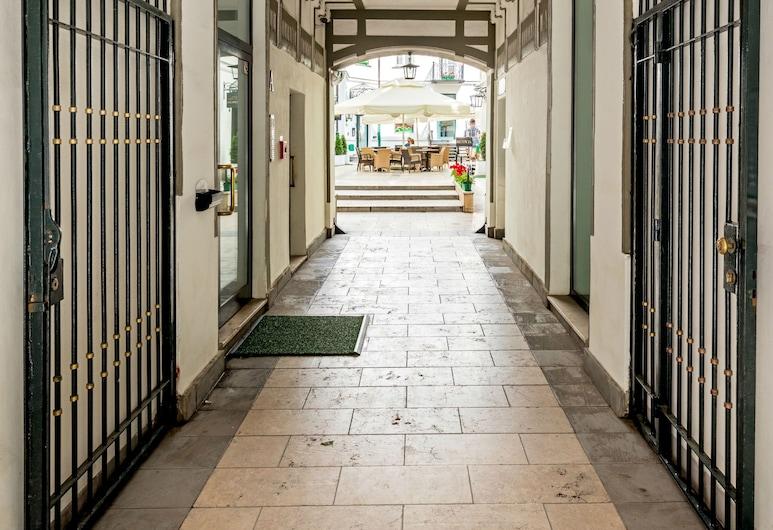 Residence St. Andrew's Palace, Varsovie, Entrée de l'hôtel