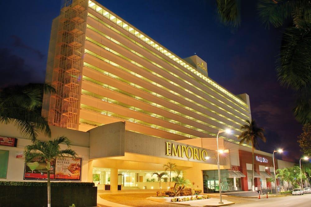 Hotel homlokzata