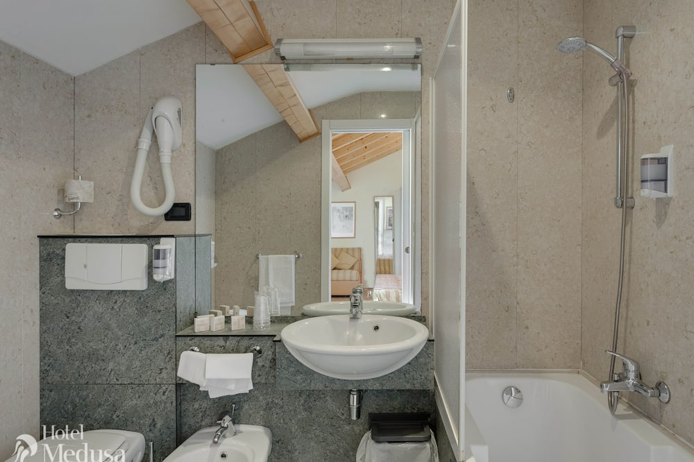 Superior Room, Sea View (Top) - Bathroom