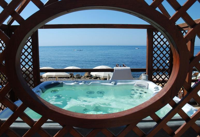 Residence Cavalluccio Marino, Santa Marinella, Kylpyallas ulkona