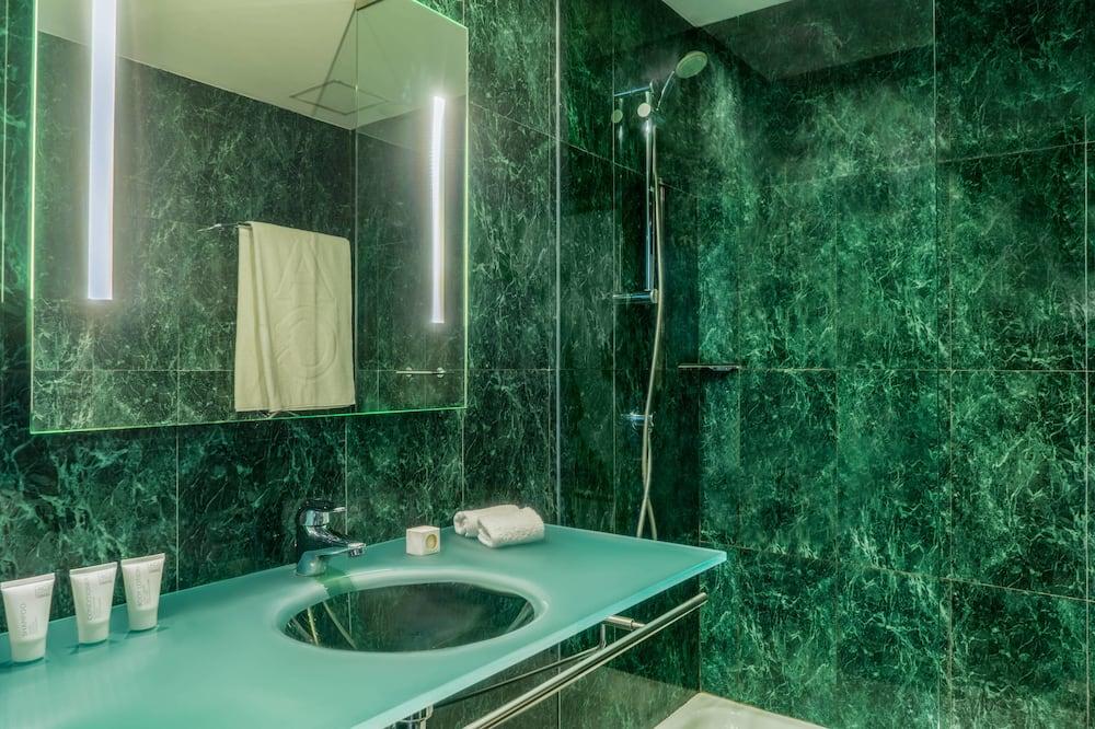 Standard Room, 2 Single Beds, Non Smoking - Bathroom
