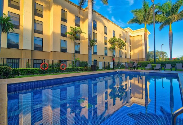 Hampton Inn & Suites by Hilton San Jose-Airport, Alajuela, Pool