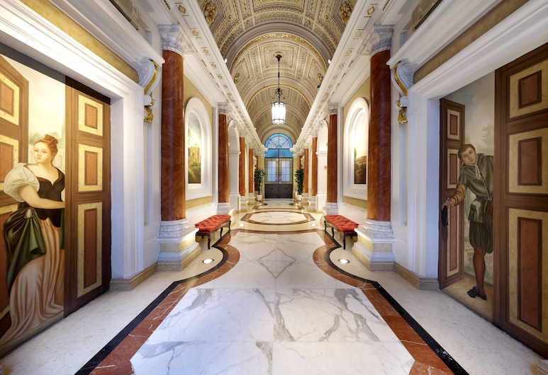 Exe International Palace, Rome, Lobby