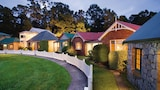 Choose This 4 Star Hotel In Strahan