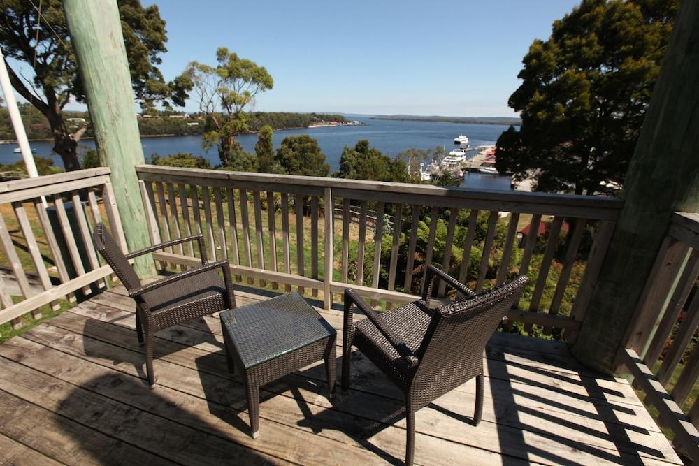 Strahan Village Executive Room Harbour View Hilltop Guest