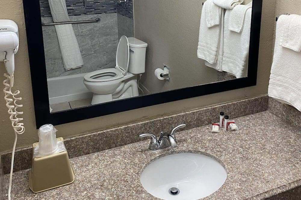 Standard Room, 1 King Bed, Accessible - Bathroom