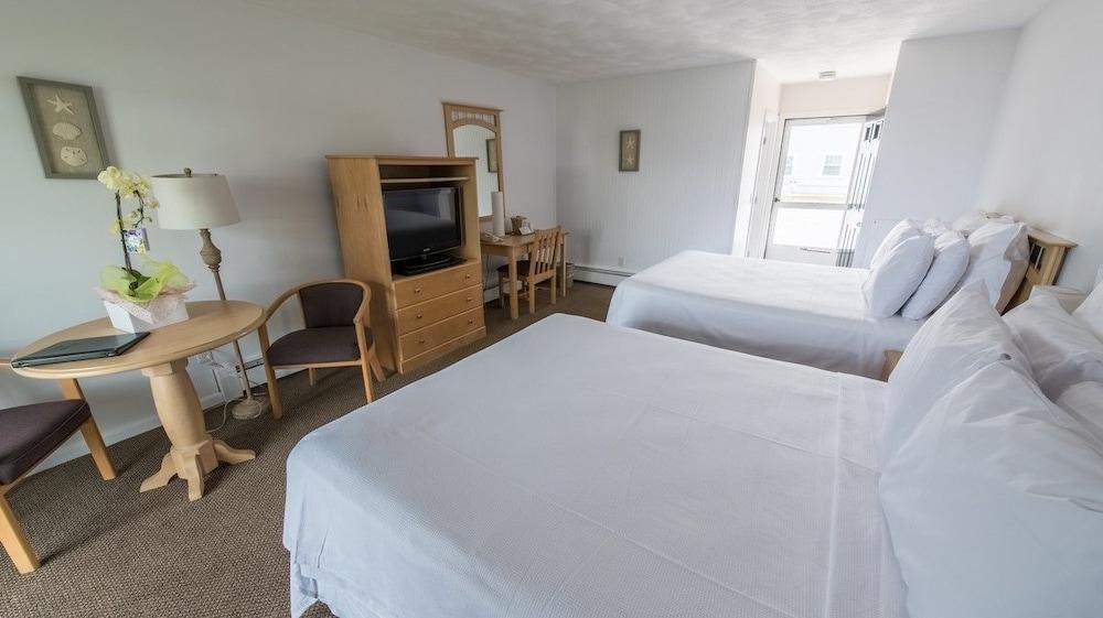 Three Seasons Resort Dennis Port Guest Room