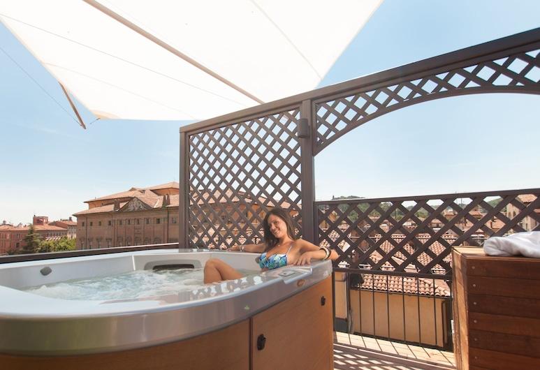 Touring Hotel, Bologna, Outdoor Spa Tub