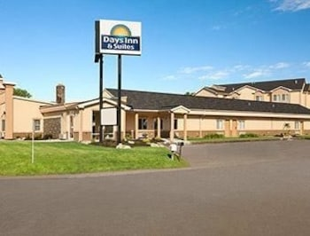 Picture of Days Inn and Suites Glenmont/Albany in Glenmont
