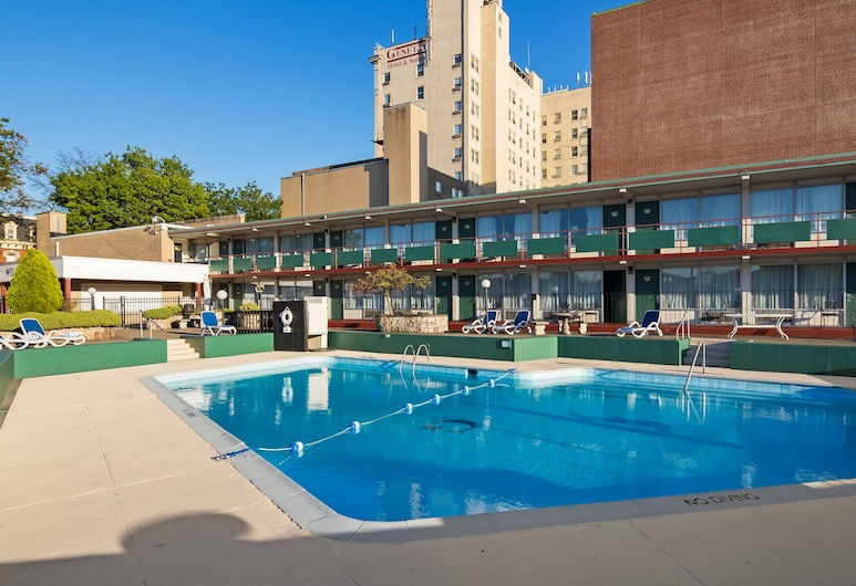 Genetti Hotel, SureStay Collection by Best Western, Williamsport, Vanjski bazen