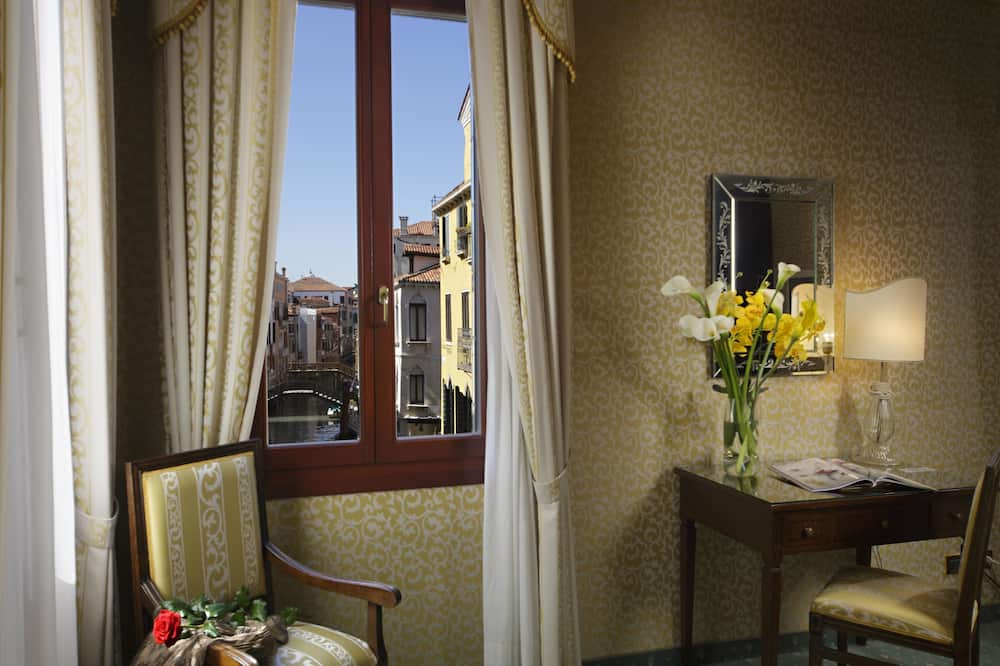 Deluxe Room, Canal View - City View
