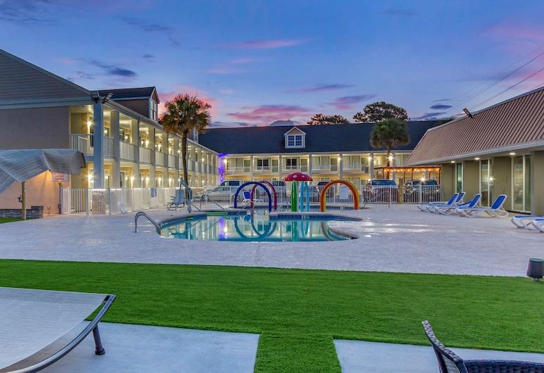 Quality Inn & Suites, Pawleys Island, Exterior