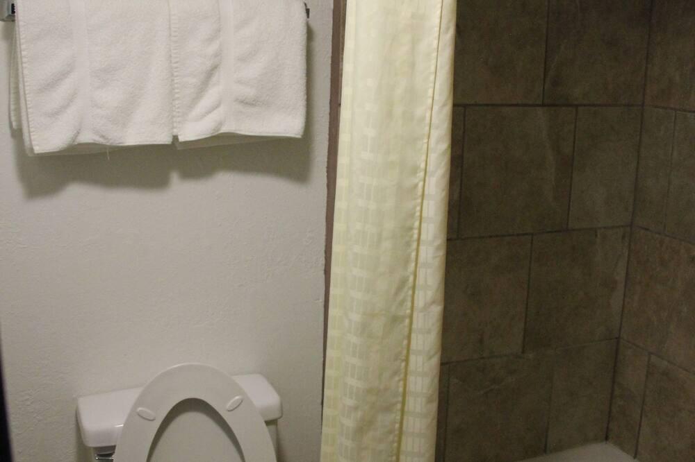 Double Room, 2 Double Beds, Non Smoking - Bathroom