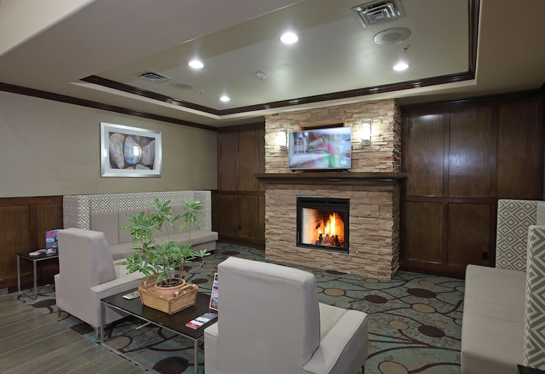 Holiday Inn Express And Suites - Vernon, Vernon, Lobby