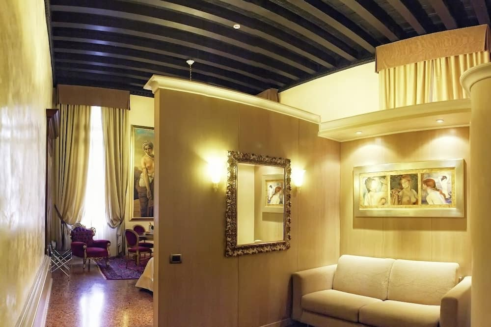 Exclusive Suite, Canal View - Living Room