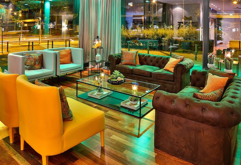 Hotel Frankfurt Messe managed by Melia, Frankfurt, Sitzecke in der Lobby
