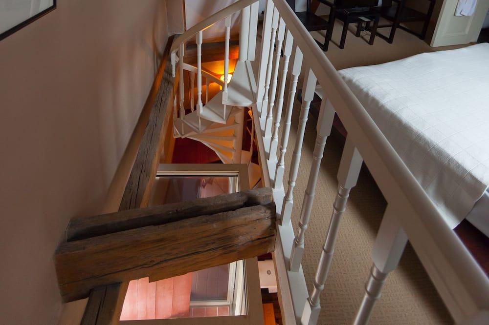 Junior Suite, 1 Queen Bed - Balcony