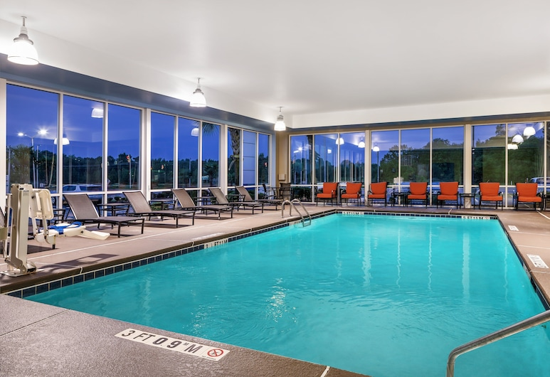 Holiday Inn Express Hotel & Suites Florence I-95 at Hwy 327, an IHG Hotel, Florens, Pool