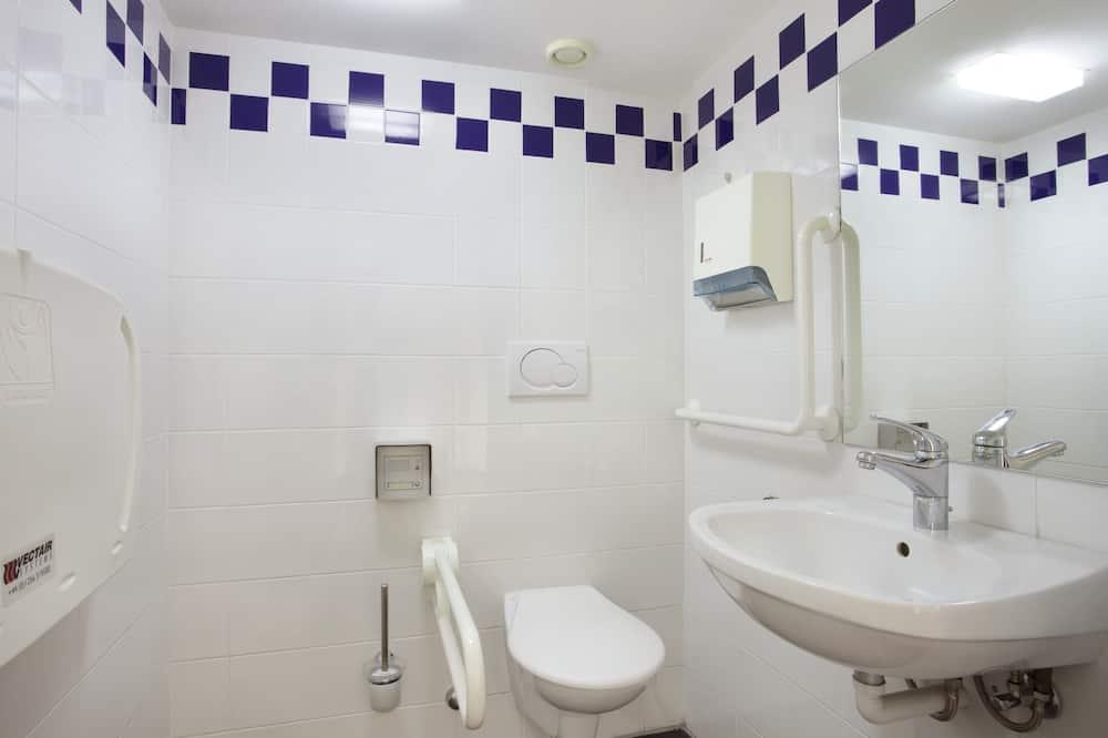 Room, 1 Queen Bed, Accessible, Non Smoking (Wheelchair) - Bathroom