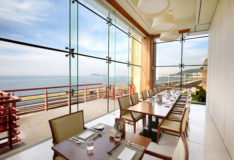 Ramada Plaza Jeju Ocean Front, Jeju City, <Lunch Buffet for 2> Superior Twin (Double+Single Bed) - Lunch Buffet for 2, Late Check Out 2pm, Guest Room