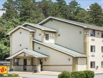 Picture of Super 8 by Wyndham Salem VA in Roanoke