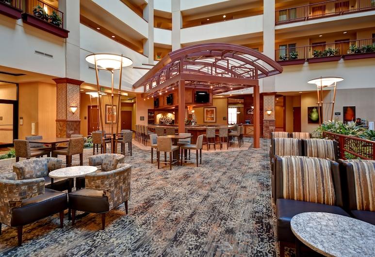 Embassy Suites by Hilton Hot Springs Hotel & Spa, Hot Springs, Zona con asientos del vestíbulo