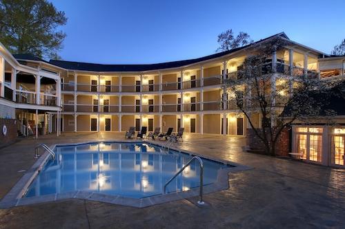 โรงแรมฟีเนียล