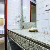 Luxury Suite, 2 Single Beds, Non Smoking - Bathroom