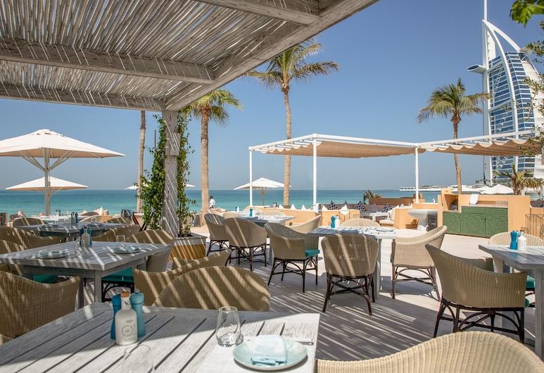 Jumeirah Mina A Salam, Dubái, Restaurante al aire libre