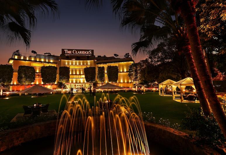 The Claridges New Delhi, Yeni Delhi, Otelin Önü - Akşam/Gece
