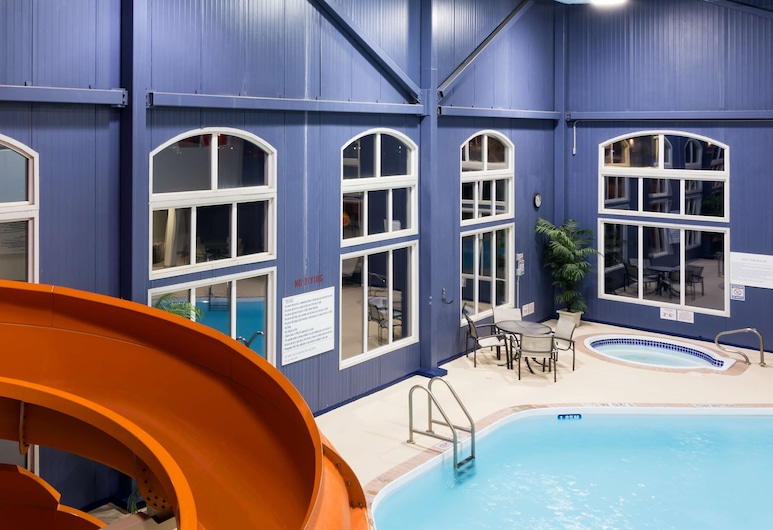 Radisson Hotel & Suites Fort McMurray, Fort McMurray, Indoor Pool