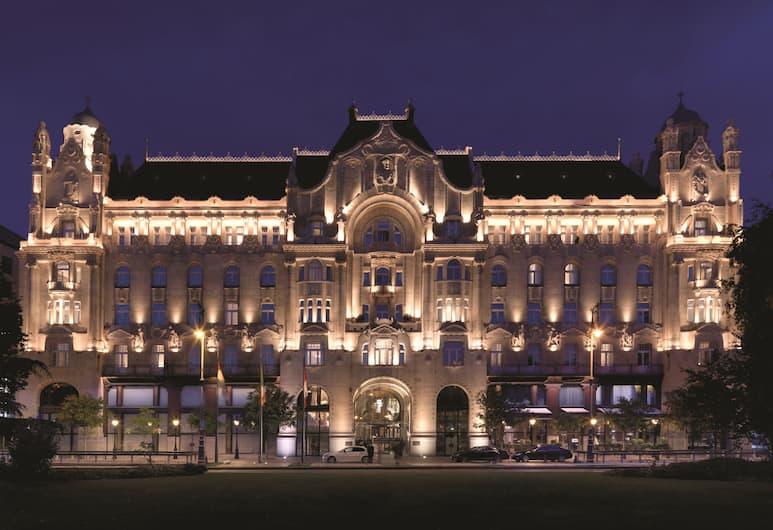 Four Seasons Gresham Palace, Budapest, Hotellets front – kveld/natt
