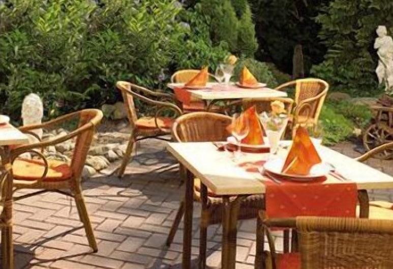 AKZENT Hotel Borchers, Dörpen, Speisen im Freien