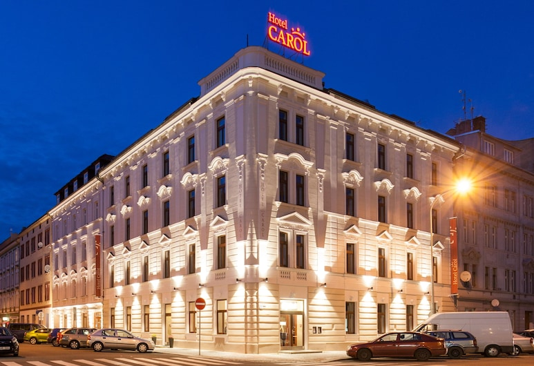 Hotel Carol, Praga, Fachada do hotel (à noite)