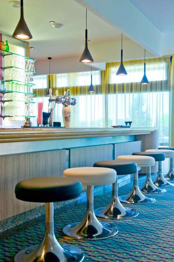mercure toulouse aeroport golf de seilh seilh partir de 60. Black Bedroom Furniture Sets. Home Design Ideas