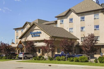 Gambar Days Inn & Suites by Wyndham West Edmonton di Edmonton