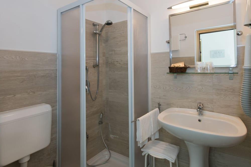 Superior-Vierbettzimmer, Seeblick - Badezimmer