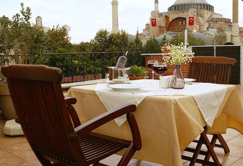 Hotel Uyan - Special Class, Istanbul, Utendørsservering