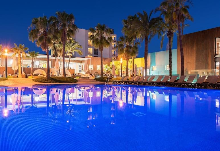 西洋宜必撒飯店, 桑特霍塞普德薩塔萊阿, 游泳池