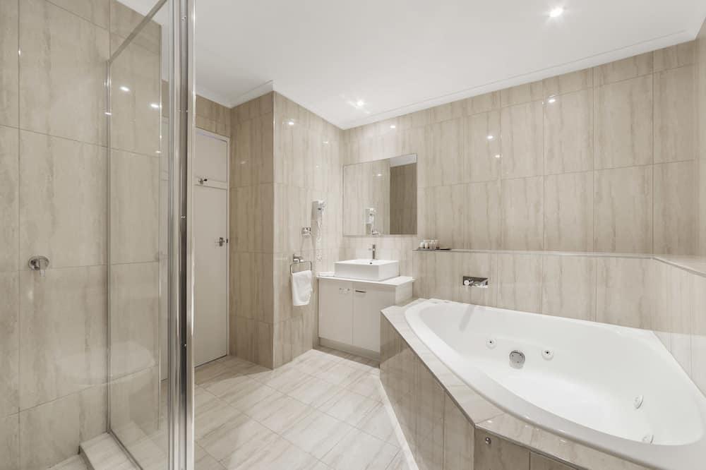 스탠다드룸, 퀸사이즈침대 1개, 분사식 욕조 - 욕실