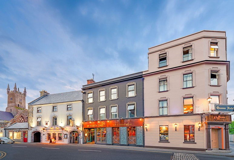 Queens Hotel and Nightclub, Ennis